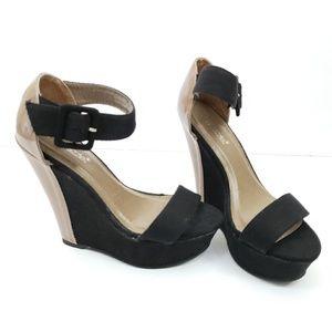 NWOT Shoe Dazzle Gwen Black Tan Wedges Size 7